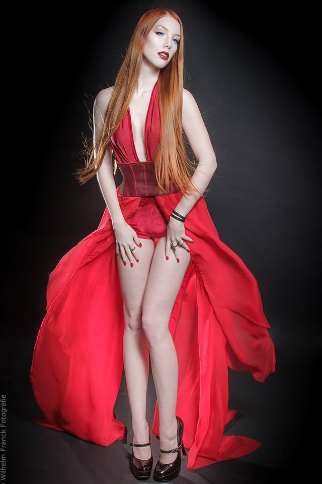sexy Leila Lunatic 4