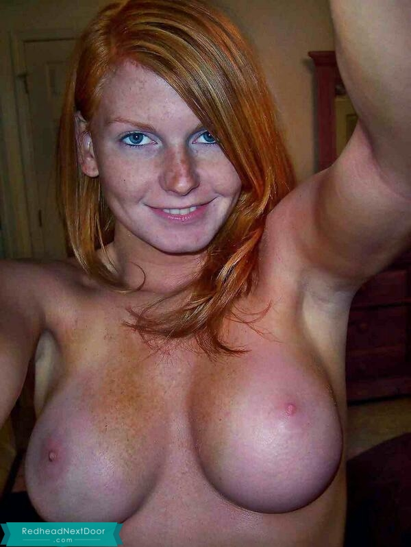 naked red head selfie